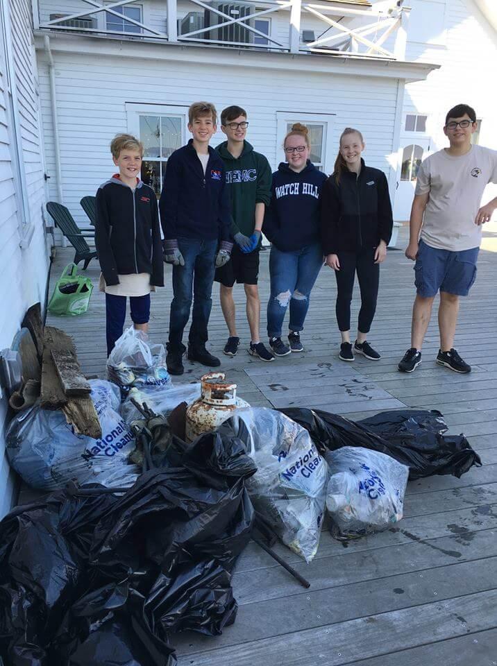 trash group back on shore